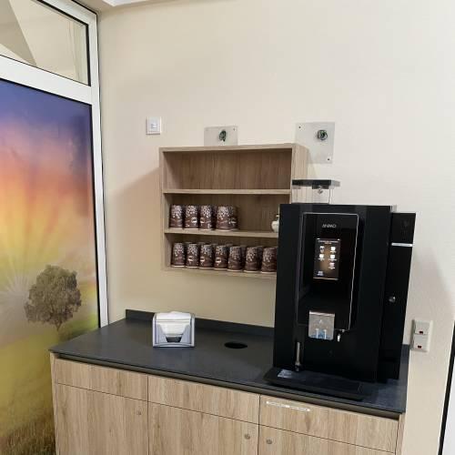 Kaffeeautomat vor dem großen Saal
